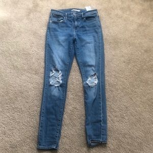 Levi's 721 high rise skinny busted knee size 26